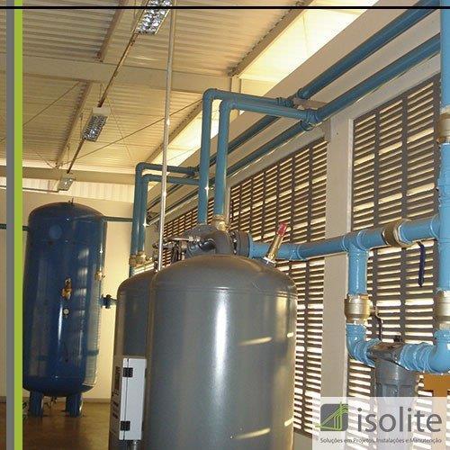 Instalação de tubulação de ar comprimido