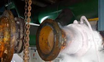 Bloqueio de água em tubulação de ar condicionado